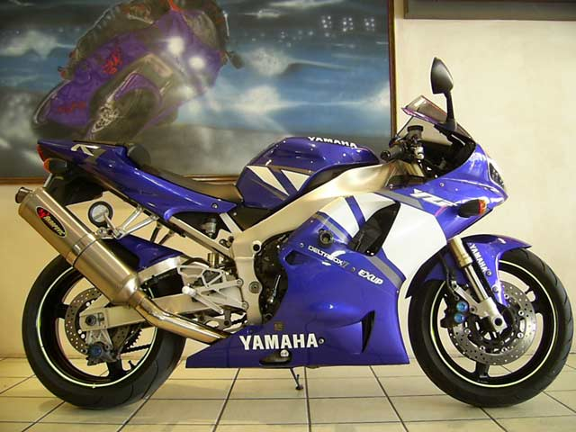 Yamaha YZF R1 in Blue and White