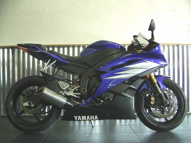2006 Yamaha YZF R6 in Blue and Black